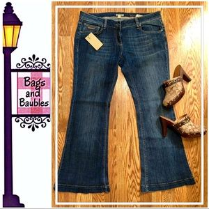 BURBERRY Windsor Mid-Rise Flare Jeans, Size 32 NWT